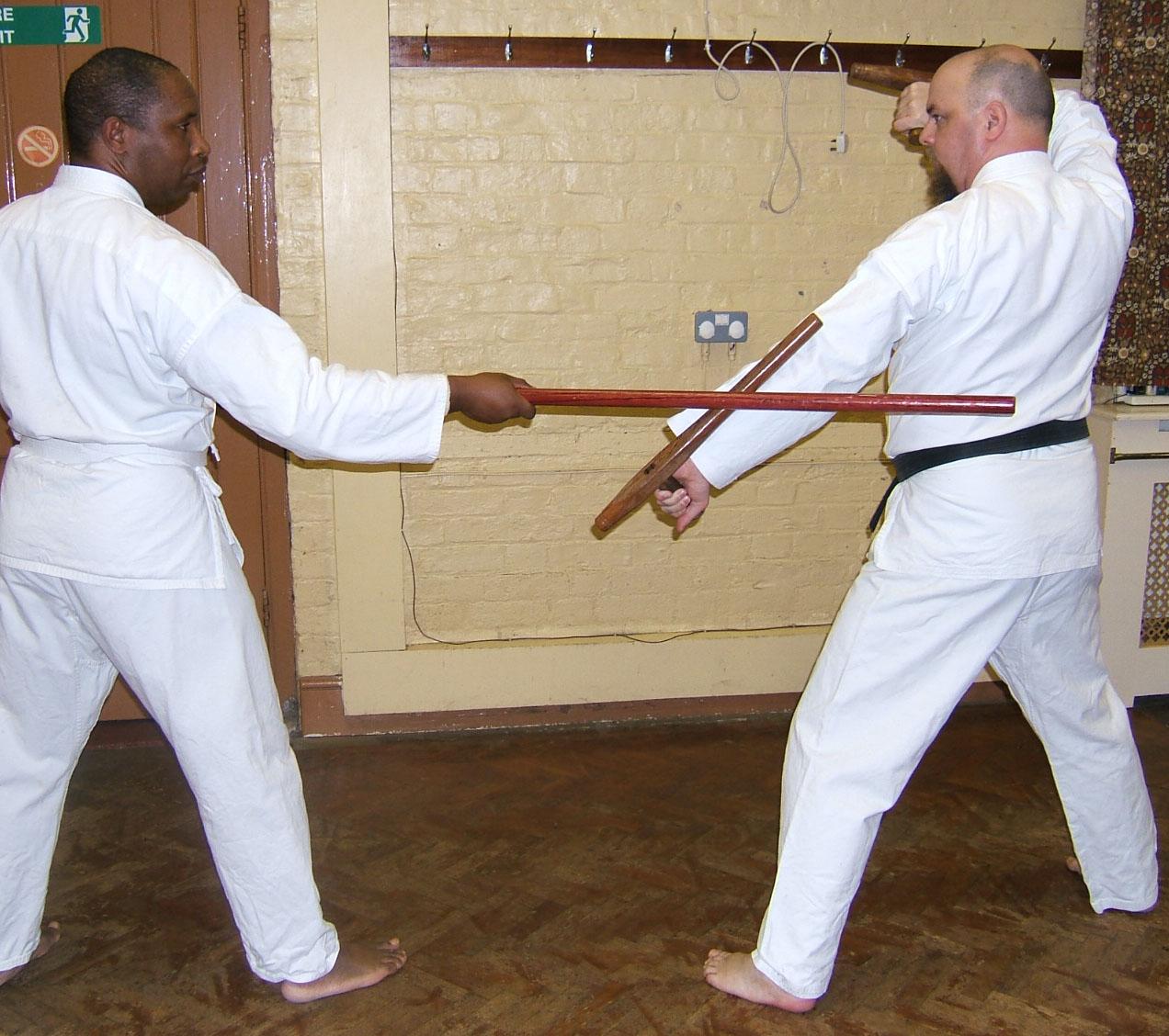 Karate: golpes y defensas con codo y antebrazo Tonfa-kata-pics-3-011